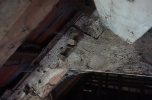 Roof joints and wooden pegs