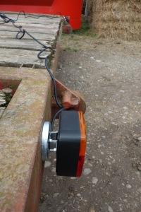 Magnetic trailer lights